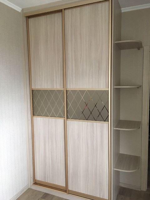 Светлый шкаф-купе в омске в спальню