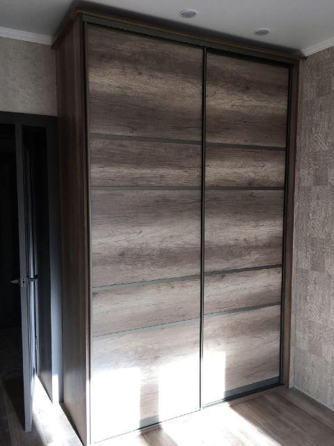 Шкаф темное дерево омск под заказ в детскую