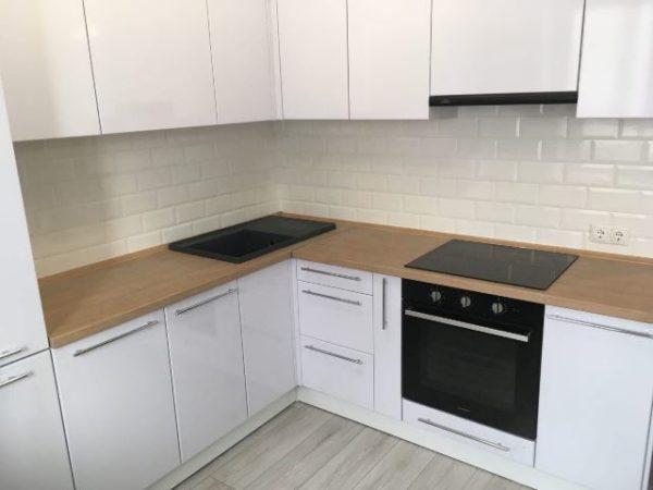 белая кухня на заказ омск